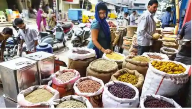 Wheat-rice, flour and pulses prices fell, tomatoes jumped 25 percent in a week