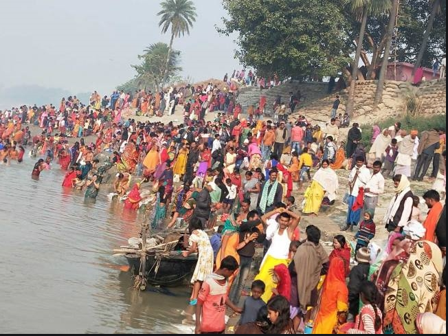 Devotees dip their faith on Kartik Purnima