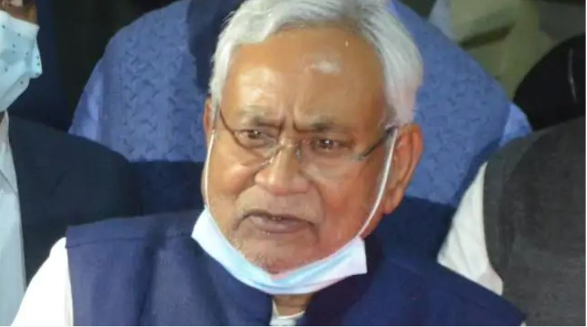 Nitish gave up VIP chair in government program, both deputy CM and officer were left watching